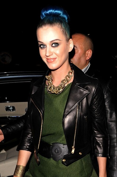 More Pics of Katy Perry Gold Chain (2 of 2) - Katy Perry Lookbook - StyleBistro []