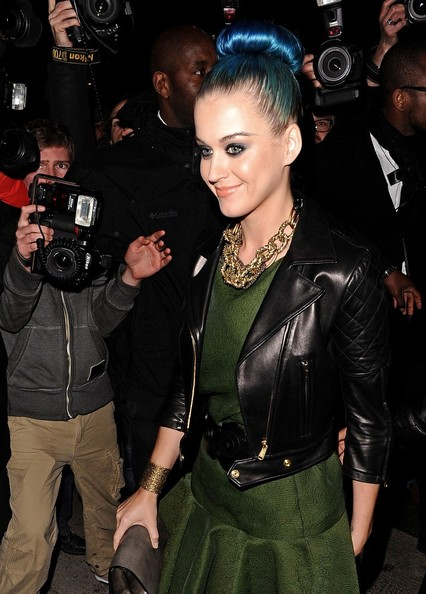 More Pics of Katy Perry Gold Chain (1 of 2) - Katy Perry Lookbook - StyleBistro []