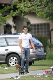 Zac Efron stuck to classic jeans for his on-set look on 'Townies.'