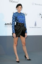 Liberty Ross wowed in this blue quilted satin number that featured a white black belt and draped skirt.