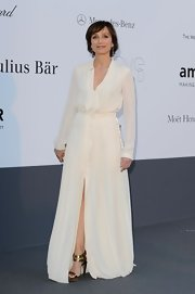 Kristin Scott Thomas chose a flowing white gown with a cinched waist for her effortlessly gorgeous look at the amFAR event in Cannes.