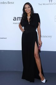 Rosario Dawson chose a black gown with a thigh-high leg slit for her sexy but sophisticated look at the amFAR gala.