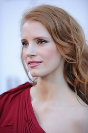 Jessica Chastain proved that pink lips can go with a red dress!