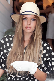 Sophie Monk showed off her long highlighted locks while attending Victoria Derby Day.