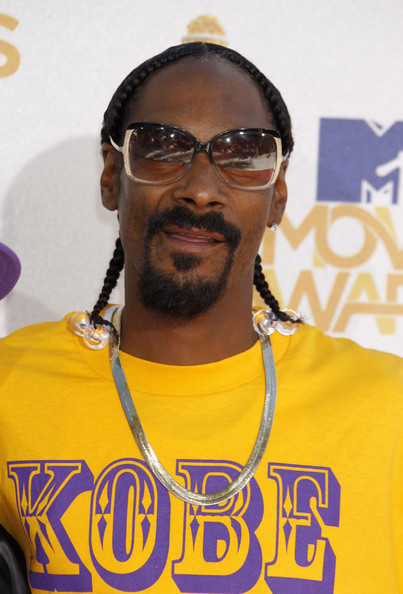 The California King made his entrance wearing oversized, two-toned sunglasses with his signature cornrows.