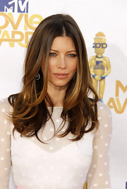Jessica Biel showed off her center part long wavy locks on the red carpet.