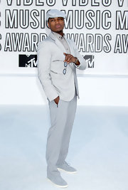 Ne-Yo looked pristine at the VMAs in a sleek dove gray suit.