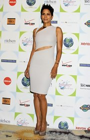Halle paired her stunning dress with a pair of coveted nude platform pumps. The perfect finish to her sleek look.