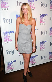 Elyse wears a mini strapless gathered dress to Vogue Fashion's Night Out.