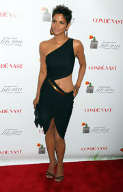 Halle Berry sizzled at the FiFi Awards in black patent sandals.