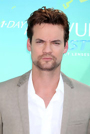 A messy hairstyle only intensified Shane West's brooding good looks.