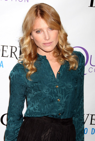 Dree Hemingway styled her long curls in a center part hairstyle for the 2nd Annual Mary J. Blige Honors Concert.