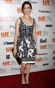 Rachel Weisz looked young and playful in this adorable print frock.
