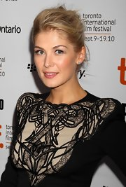 Rosamund wears her natural blond locks in a messy updo for this modern look.