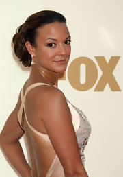Eva la Rue wore her hair in elegant pinned-up ringlets for the 2011 Emmys.