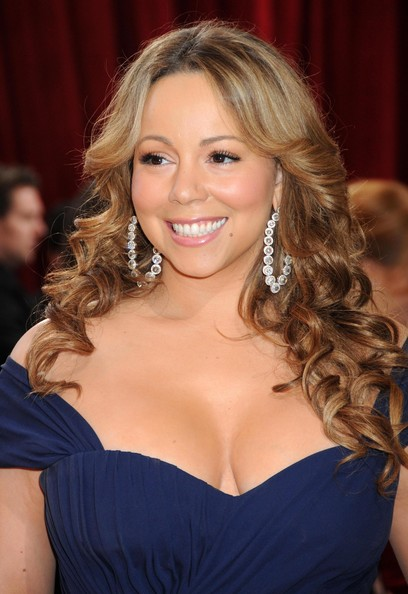 Mariah Carey's nude eyeshadow drew extra emphasis to her super long lashes.