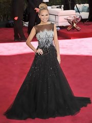 Kristin Chenoweth opted for an Oscar gown with a full tulle skirt and a sparkling hand-painted Silicon pearl and lace bodice.