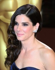 Sandra Bullock looked striking with smoky eyes during the 2014 Oscars.