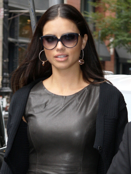 More Pics of Adriana Lima Round Sunglasses (1 of 2) - Adriana Lima Lookbook - StyleBistro