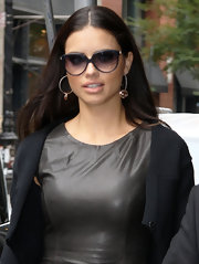 Adriana accessorized her look with metal hoop earrings.