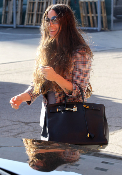 More Pics of Alanis Morissette Leather Tote (1 of 12) - Alanis Morissette Lookbook - StyleBistro