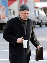 Alec Baldwin fought the NYC winter chill with a gray knit beanie.
