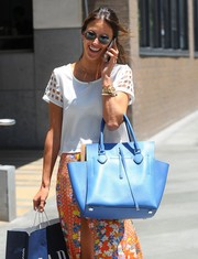 Alessandra Ambrosio added a cool pop of color to her shopping ensemble with a bright blue leather tote.