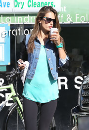 Alessandra rocked a major '80s vibe in this contrast-sleeved denim jacket.