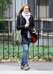 Even Hollywood actresses sometimes just wear sneakers.