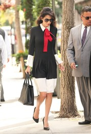 Amal Clooney sported a very stylish business look with this tricolor pussybow dress by Gucci.