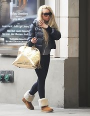 It may be springtime, but Amanda Bynes is sticking with her furry sheepskin boots.