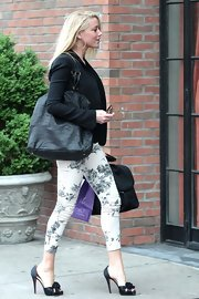 Amber Heard infused some spring in her wardrobe with this gray toned floral capris.