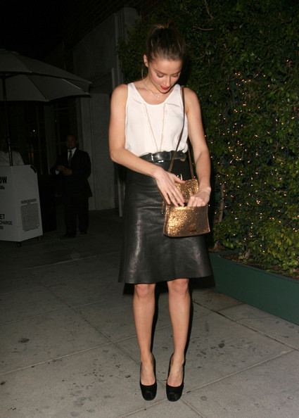 Amber Heard completed her chic black and white look with black platform pumps.