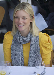 Amy Smart wore her hair sleek and straight for a lunch date with friends.