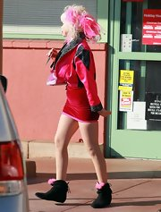 Angelyne traded in her frilly pink sandals for black ankle boots, but she still had to have that pop of feminine color.
