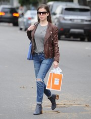 Black ankle boots with chunky gold heels finished off Anna Kendrick's getup.