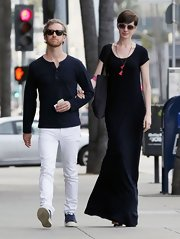This long dress made Anne look statuesque for her doctor's visit in Beverly Hills.