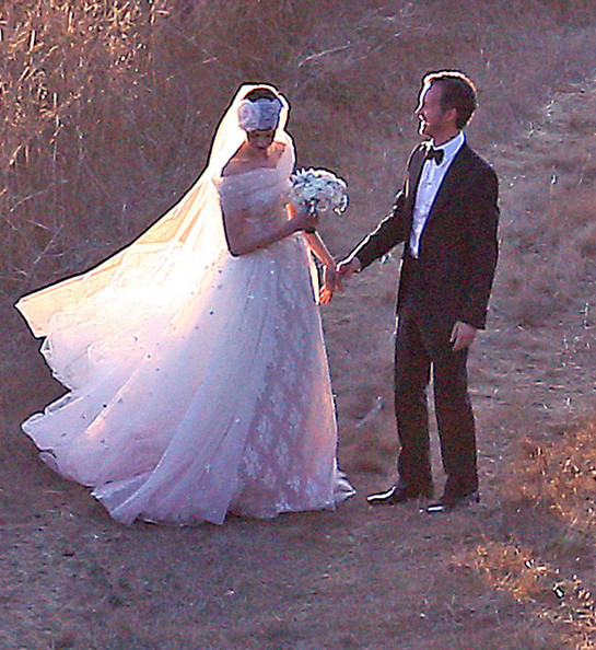 More Pics Of Anne Hathaway Wedding Dress 42 52 Lookbook Stylebistro