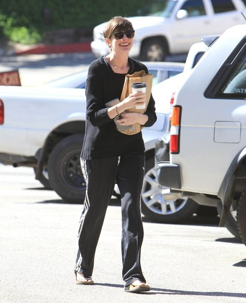 Anne Hathaway Stops for Coffee