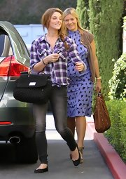 Ashley was on-trend with these skinny dark jeans, paired with a purple button down.