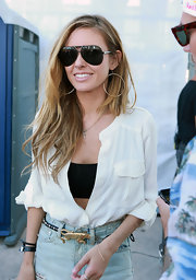 Audrina brought her California-girl style to the East Coast with these surfer-cool dangling hoops.