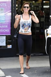 Audrina looked totally casual in a pair of knee-length workout leggings.