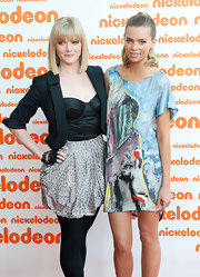 Indiana Evans kept it laid-back in a short printed shift dress at the Australian Nickelodeon Kids' Choice Awards.