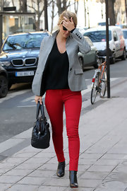 Bar Refaeli jumped on the colored jean bandwagon in a pair of ultra-fitted crimson skinnies.