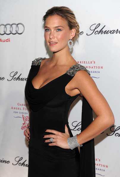 Bar Refaeli Twisted Bun