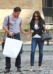 Bethenny Frankel showed off her classic style while out with her husband in NYC. Her quilted handbag is to die for!