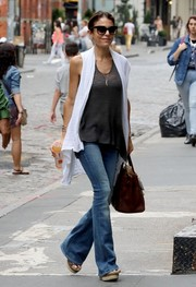Bethenny Frankel completed her outfit with a pair of bell-bottom jeans.