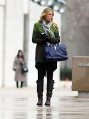 Blake Lively was spotted on the set of 'Gossip Girl' carrying a midnight blue YSL tote.