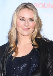 "Olympian Lindsay Vonn took a break from the slopes and showed up to ""The Bounty Hunter"" premiere in New York. She showed off her signature blonde locks which were hidden under her beanie for so many months."