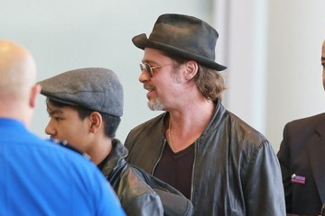 Brad Pitt Maddox Jolie-pitt Brad Pitt and Angelina Jolie Departing Los Angeles With Their Kids